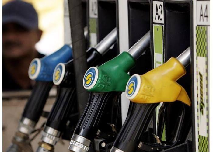 सात राज्यों, पुडुचेरी में अब रविवार को बंद रहेंगे पेट्रोल पंप