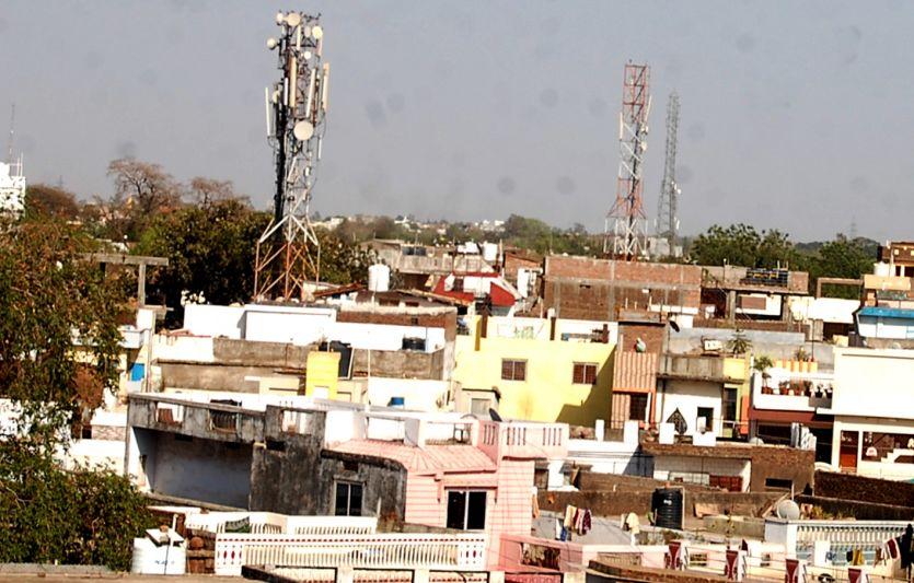 शहर की सेहत को खोखला कर रहे हैं मोबाइल टॉवर