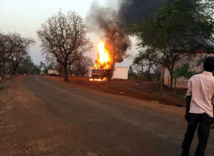 एक दिन में 8 जगह लगी आग, हरिपुर में ट्रक जला