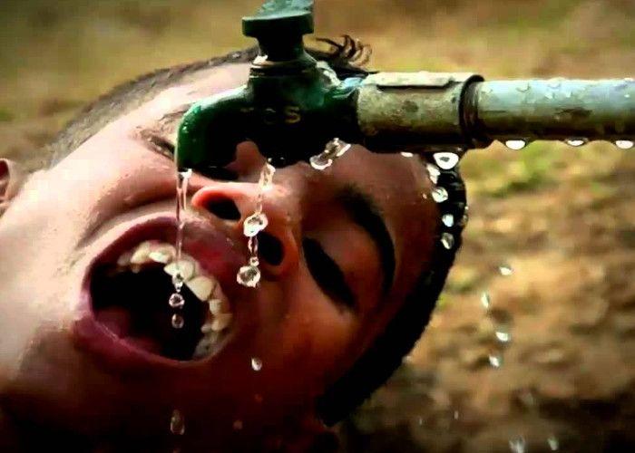 पानी की बूंद-बूंद के लिए तरस रहे हैं यहां के लोग