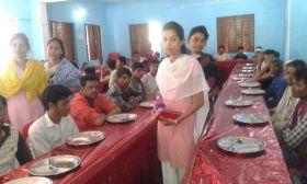 दीनदयाल रसोई केन्द्र में मददगारों का टोटा