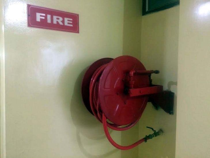 इमारतों में आग से बचाव के पुख्ता इंतजाम नहीं