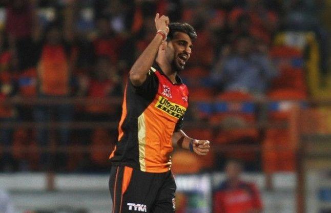 आईपीएल : वार्नर, भुवनेश्वर ने हैदराबाद को दिलाई शानदार जीत