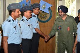 एयर चीफ मार्शल मध्य वायु कमान मुख्यालय के दौरे पर