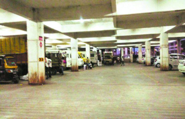 पार्किंग खाली-खाली, दैनिक आय प्रभावित