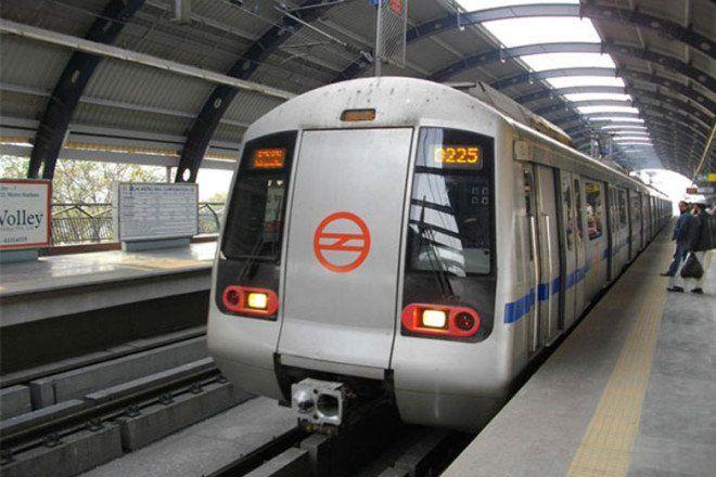दिल्ली मेट्रो की ब्लू लाइन फिर ठप, यात्री हुए हलकान