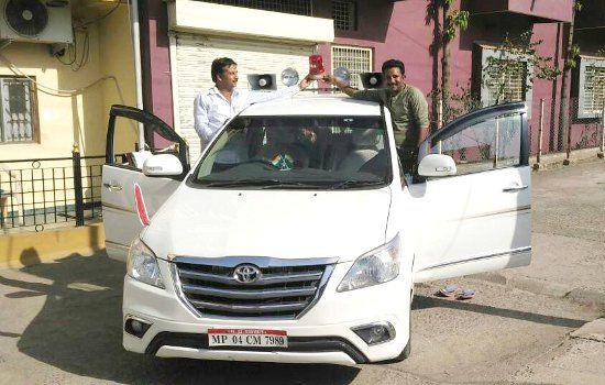 पशुपालन मंत्री आर्य ने अपने वाहन से हटाई लाल बत्ती