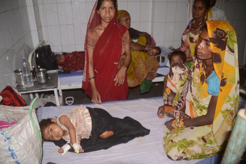थैलेसीमिया से पीडि़त बच्चों को जिला अस्पताल में नहीं मिला ब्लड, परिजन खरीदकर लाए