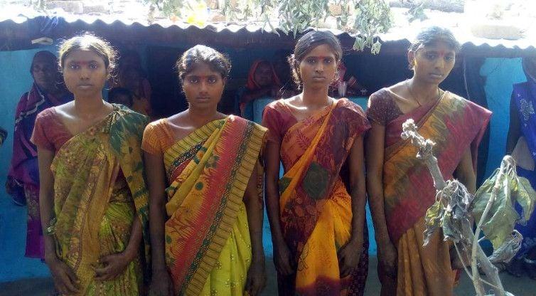 अनोखी शादी : चार सगी बहनों का गठबंधन एक ही मंडप में चार सगे भाइयों के साथ