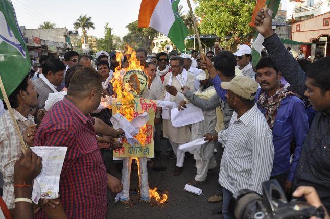 बिजली दर के खिलाफ सड़कों पर उतरी कांग्रेस
