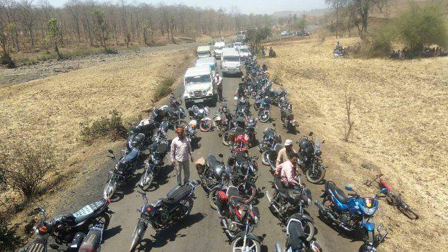 विधायक समेत ग्रामीणों ने एक साथ चार स्थानों पर किया चक्काजाम