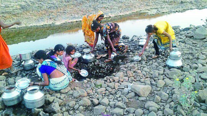 हालात : पानी के लिए झिरी का सहारा