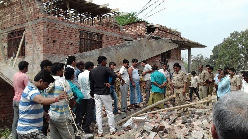 निर्माणाधीन मकान का छज्जा गिरा, तीन मजदूरों की मौत