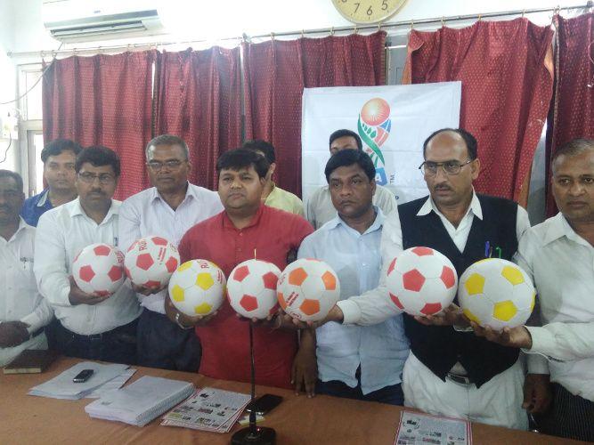 पीएम मोदी के आह्वान पर 'फीफा विश्व कप' व फुटबॉल के लिए देश में समाजसेवी ने छेड़ी ये अनोखी मुहिम
