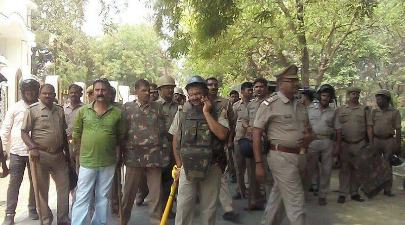 यूपी कालेज के छात्रावास में पुलिस का छापा, छात्रसंघ अध्यक्ष व महामंत्री सहित चार गिरफ्तार
