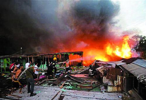 आग बुझाने में फायर ब्रिगेड का निकल रहा दम