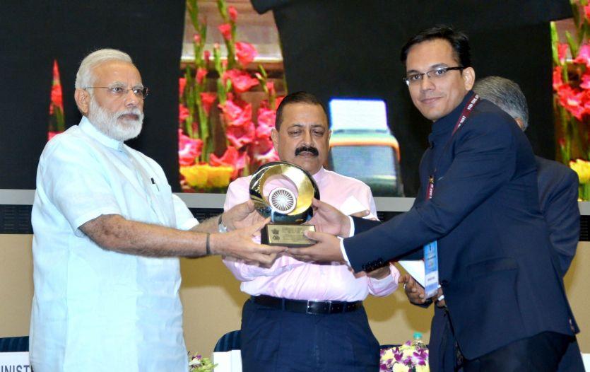 कलक्टर सौरभ कुमार के काम से PM मोदी प्रभावित, मिलाउत्कृष्टता पुरस्कार