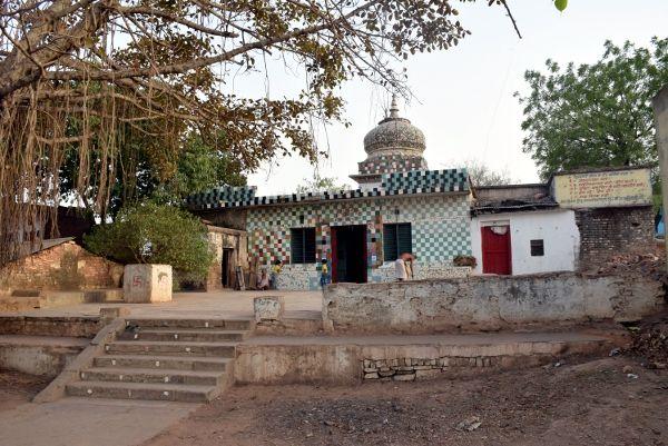 भगवान को भी नहीं छोड़ा: नरसिंह टेकरी मंदिर की 500 करोड़ की जमीन भी बेच खाए भू कारोबारी