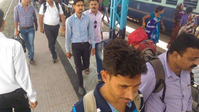 #Train- टिकट की कालाबाजारी करते युवक गिरफ्तार