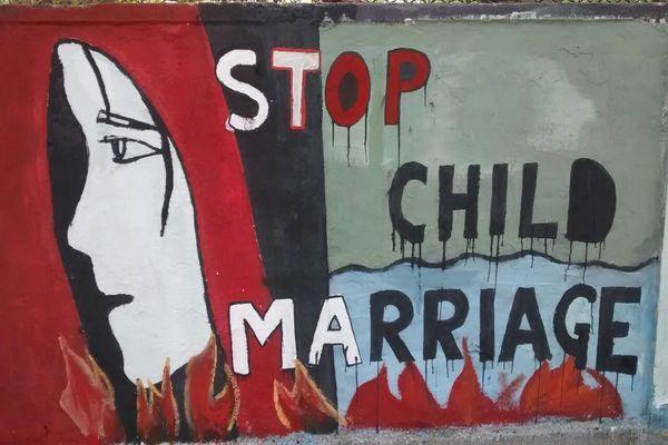 बाल विवाह करने से रोका तो आंगनवाड़ी कार्यकर्ता से की अभद्रता, तोड़ा मोबाईल