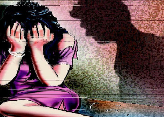 पिता कर रहा था 16 साल की बेटी से दुराचार
