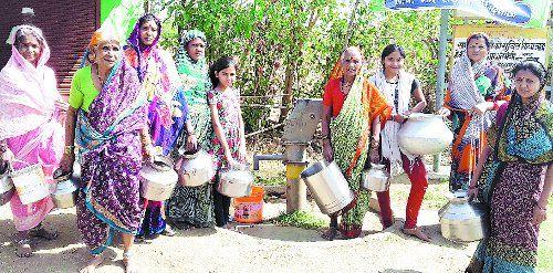 भीषण पेयजल संकट : आठ दिनों में एक बार मिल रहा पानी