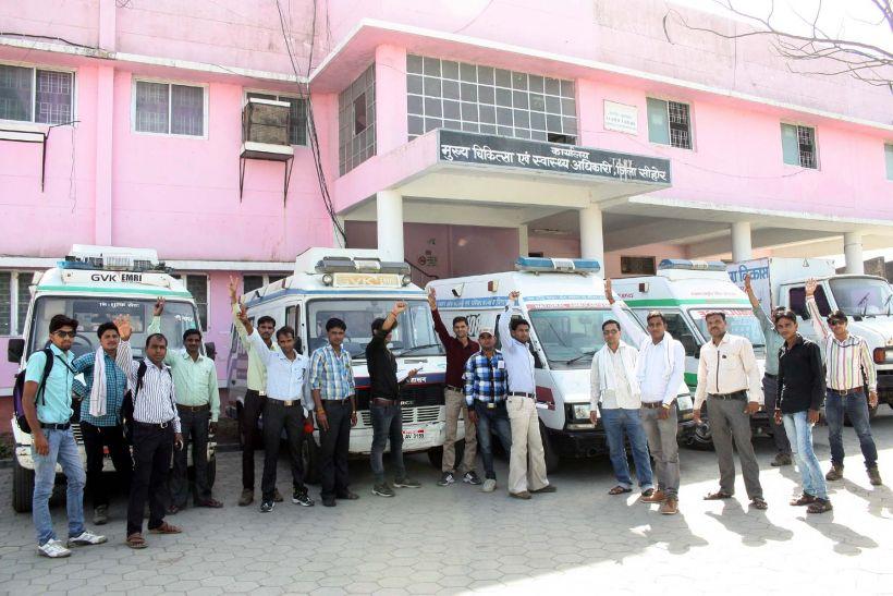 108 की चाबी स्वास्थ्य विभाग को सौंप हड़ताल पर गए कर्मचारी