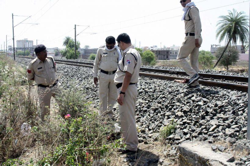 मुरली फाटक पर ट्रेन से कटकर युवक की मौत