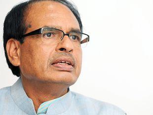CM ने लगाई क्लास, बच्चों को सुनाए किस्से-कहानी, बोले- अर्जुन की तरह साधो लक्ष्य
