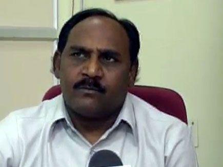 मंत्री ने पूछा- मदद मिल गई, आवेदक बोला- अफसरों ने आवेदन ही गुमा दिया