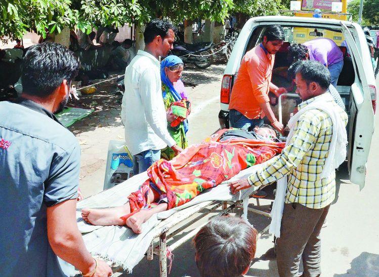 MP में हाहाकार, दो दिन से नहीं मिल रही एम्बुलेंस, सड़क पर मर रहे मरीज