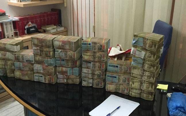 पेड़ पर लटके थे 10.50 लाख रुपए, किसी ने नहीं उठाए