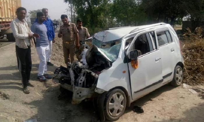 आजमगढ़ में भीषण सड़क हादसा, एक ही परिवार के तीन लोगों की मौत
