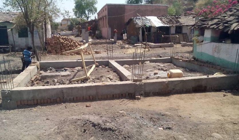 पहली किश्त में तोड़ लिए मकान, दूसरी का इंतजार, बिना छत के 40 परिवार