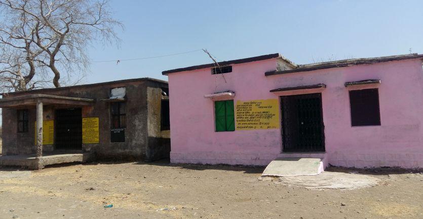 60 घरों वाले तरेना गांव में नहीं है एक भी शौचालय