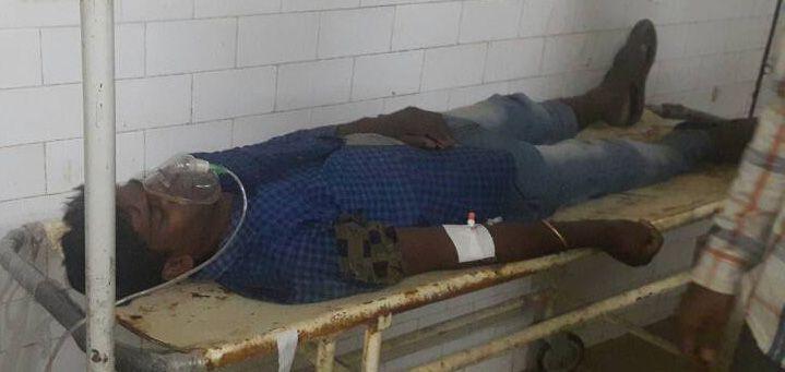 वेतन को लेकर हड़ताल पर बैठे मजदूर की तबीयत बिगड़़ी, अस्पताल में किया भर्ती