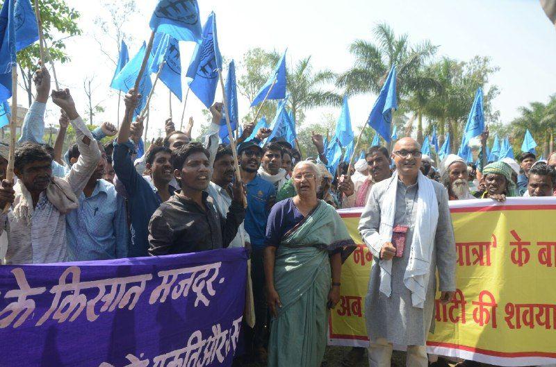 नर्मदा और सरदार सरोवर को बचाने 3000 लोगों ने निकाली रैली