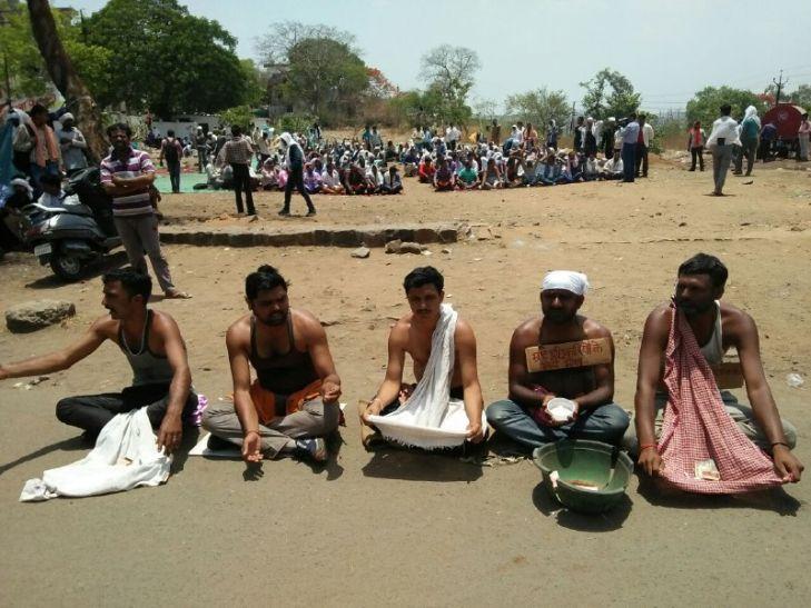 108 एंबुलेंस के हड़ताली कर्मियों ने मांगी भीख, बच्चों को स्कूल भेजना किया बंद