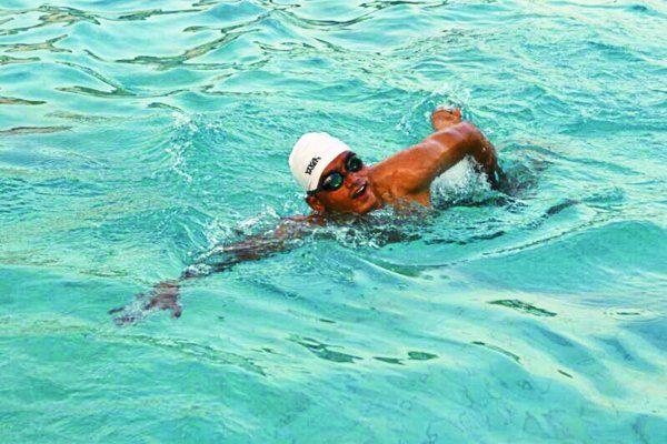 पैर से दिव्यांग पर इस स्विमर ने समुद्र में 35 किमी तक की तैराकी, बनाया रिकॉर्ड