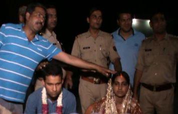 अनूठी शादी: थाने में सजा मंडप, दरोगा जी ने किया कन्यादान और पुलिस वाले बने बाराती