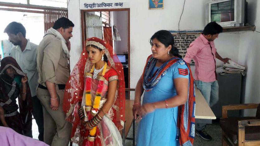 मंदिर पहुंचकर पुलिस ने रुकवाया विवाह, बालिका वधू को लाई थाने