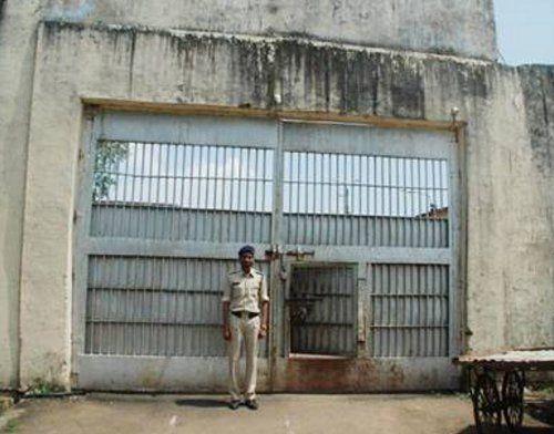 इस जेल में आने के लिए कैदी लगवाते हैं नेताओं से सिफारिश, मुश्किल से आता है नंबर