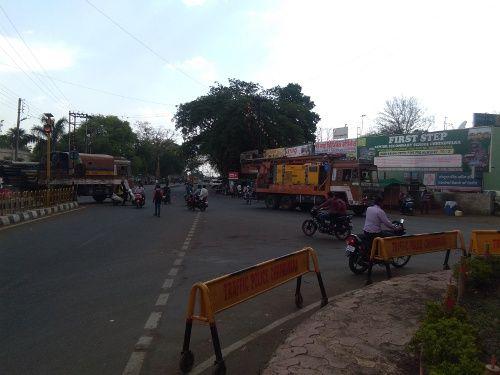 नोएंट्री के बावजूद भारी वाहनों की धमाचौकड़ी, हो रहे हादसे