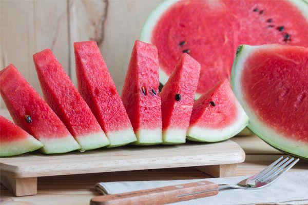 Use Of Synthetic Colors In Watermelon - महाहुर की मिलावट कर तरबूज को कर रहे  लालसुर्ख   Patrika News
