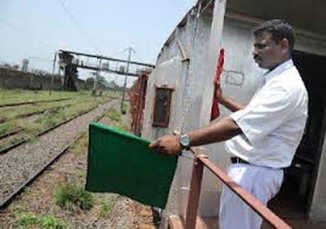 #Indian_Railway - 100 करोड़ रुपए मेंट्रेन से दूर होगी लाल व हरी झंडी