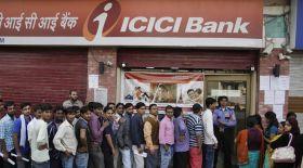 कैश की कमी से जूझ रहे ATM, दिनभर खड़े रहते हैं लाइन में