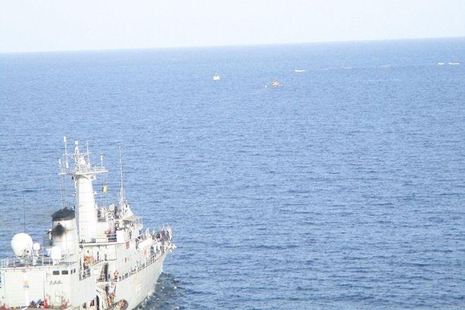भारतीय नौसेना ने नाकाम की समुद्री डकैती की कोशिश, देखें वीडियो