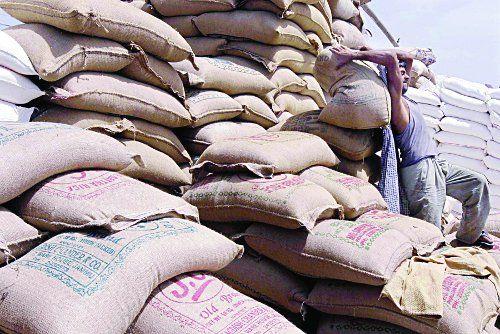 अब किसानों को मंडी में बारिश से अनाज की चिंता नहीं