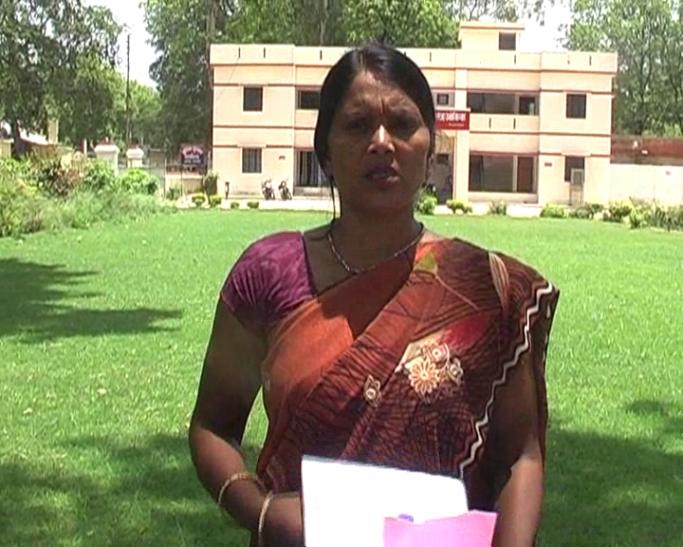 योगी राज में बेलगाम लैंड माफिया, दबंगों ने दलित महिला की जमीन पर किया कब्जा