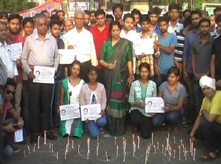 IAS अनुराग के लिए सड़कों पर उतरे MMMUTके पूर्व छात्र-छात्रा